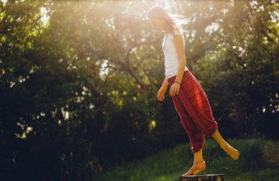 Richtig Barfuss laufen kann man einfach lernen. Mit dem Ballengang zu mehr Gesundheit.